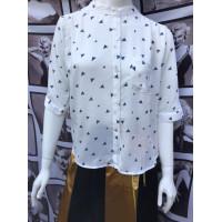 Белая женская рубашка с рисунком